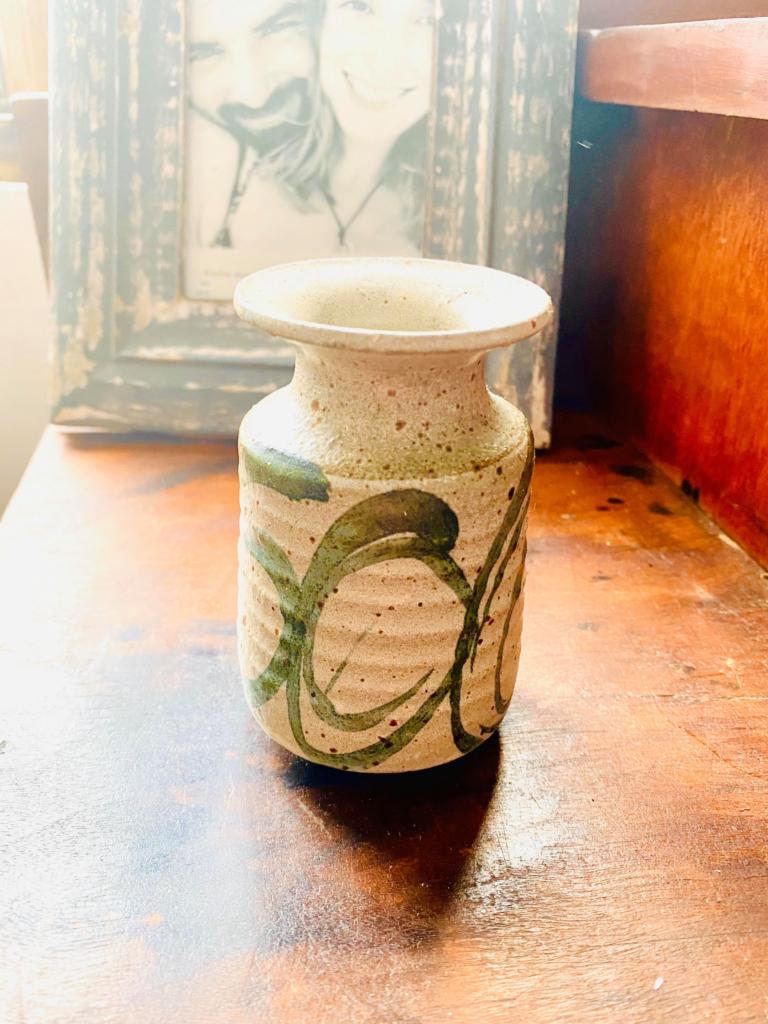 Buy Local artisans, pottery